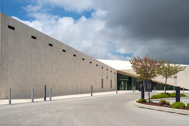 Natural stone builds a community: award for the new Museum of Palestine