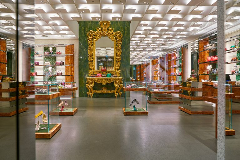 Marble &Shop: Dolce&Gabbana, the green marble of via Monte Napoleone