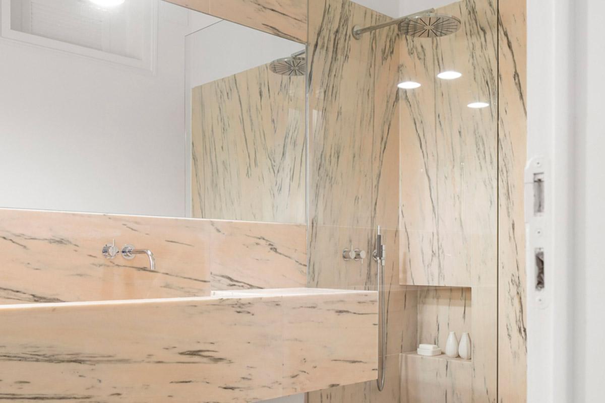 Living Marmo: Appartamento Nana, Portogallo realizzato da Rar Studio