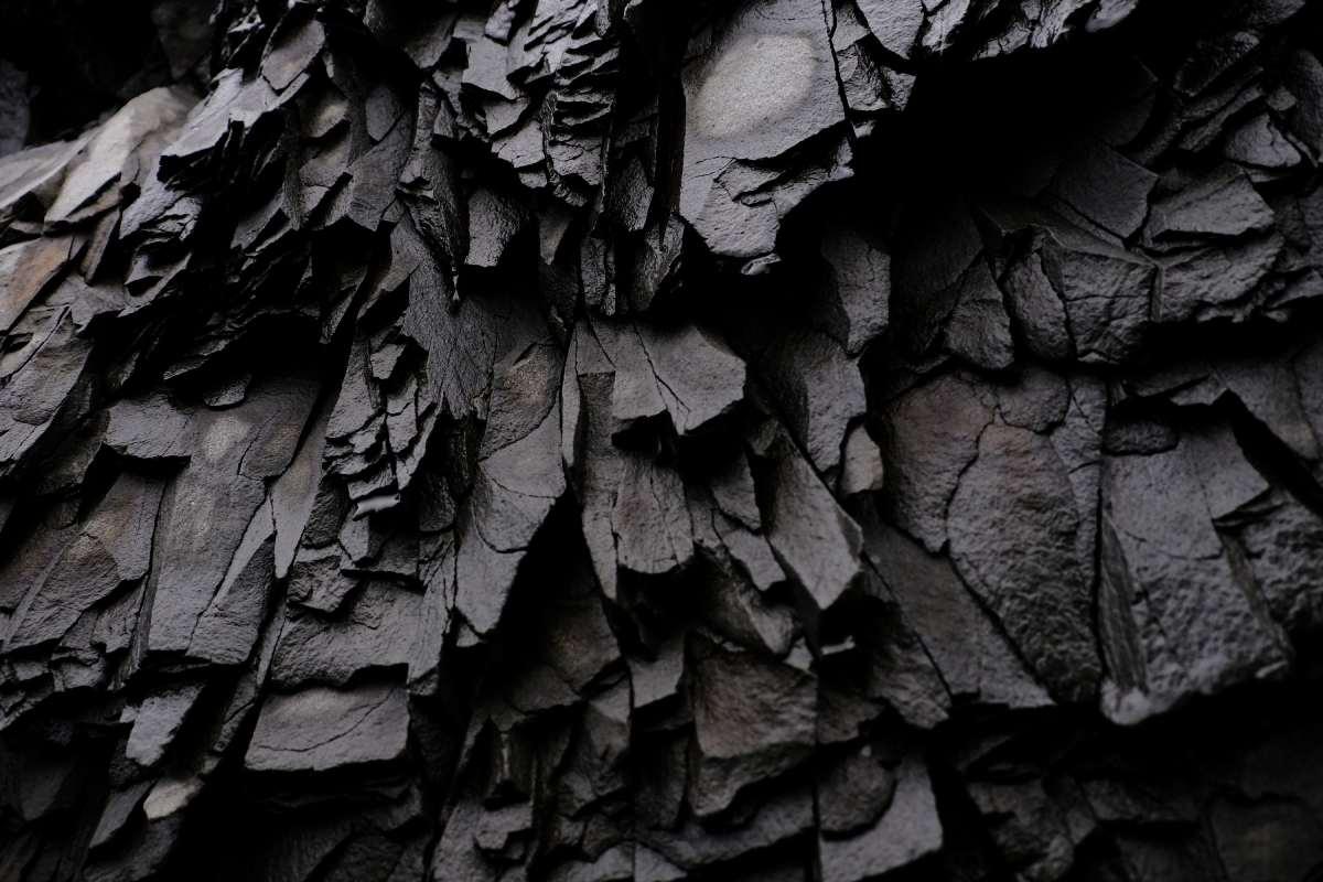 Il Basalto: la caratteristica pietra lavica nera da scoprire