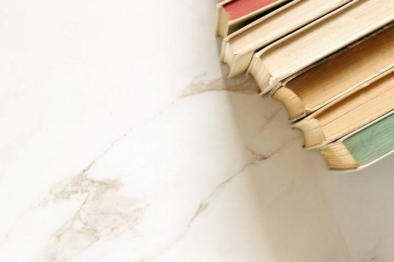 Libri sul marmo